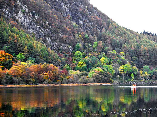 //www.andersreizen.be/eBusinessFiles/ImageFiles/Autumn_colour_on_the_shore_of_Loch_Lubnaig.jpg