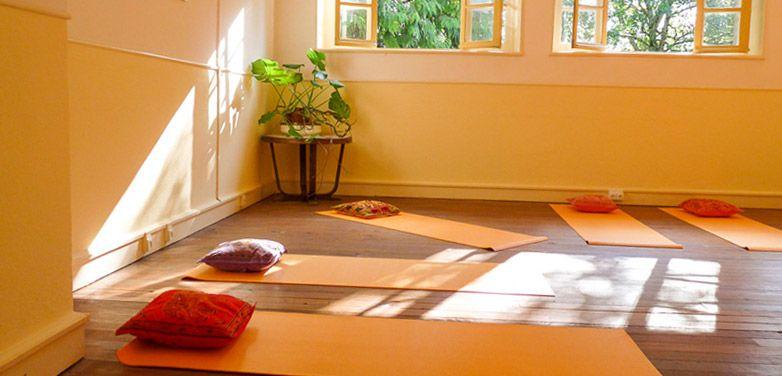http://www.andersreizen.be/eBusinessFiles/ImageFiles/Ticker/yoga2.jpg