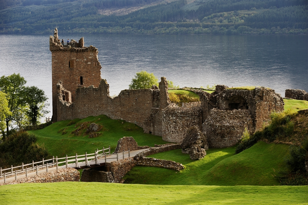 //www.andersreizen.be/eBusinessFiles/ImageFiles/Urquhart Castle.jpg
