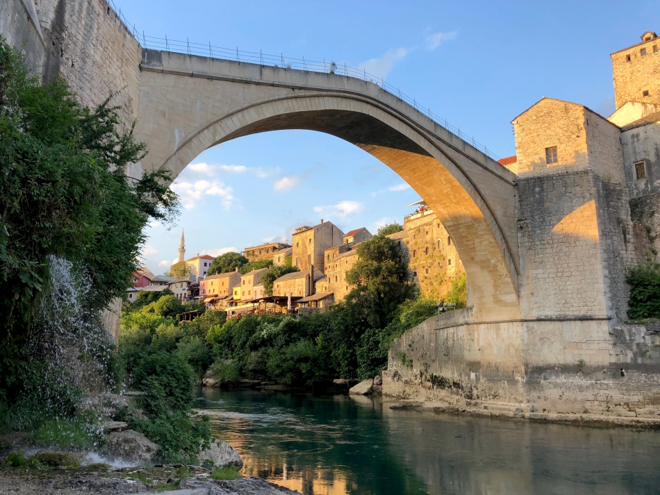 //www.andersreizen.be/eBusinessFiles/ImageFiles/fotos/BA1AAA/Mostar-brug.jpg