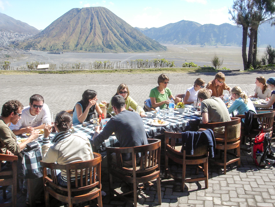 //www.andersreizen.be/eBusinessFiles/ImageFiles/fotos/ID1JBS/Indonesie-07-Dumortier-Elke-lunch-Bromo_export_w950.jpg