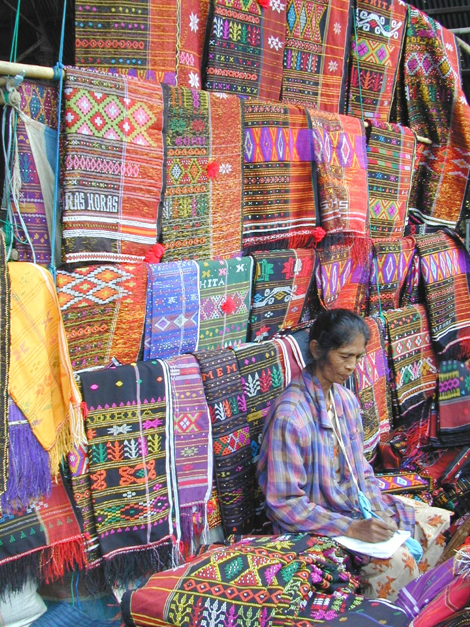 //www.andersreizen.be/eBusinessFiles/ImageFiles/fotos/ID5SMA/121-Batak-Toba-06-weaving-Custom.jpg