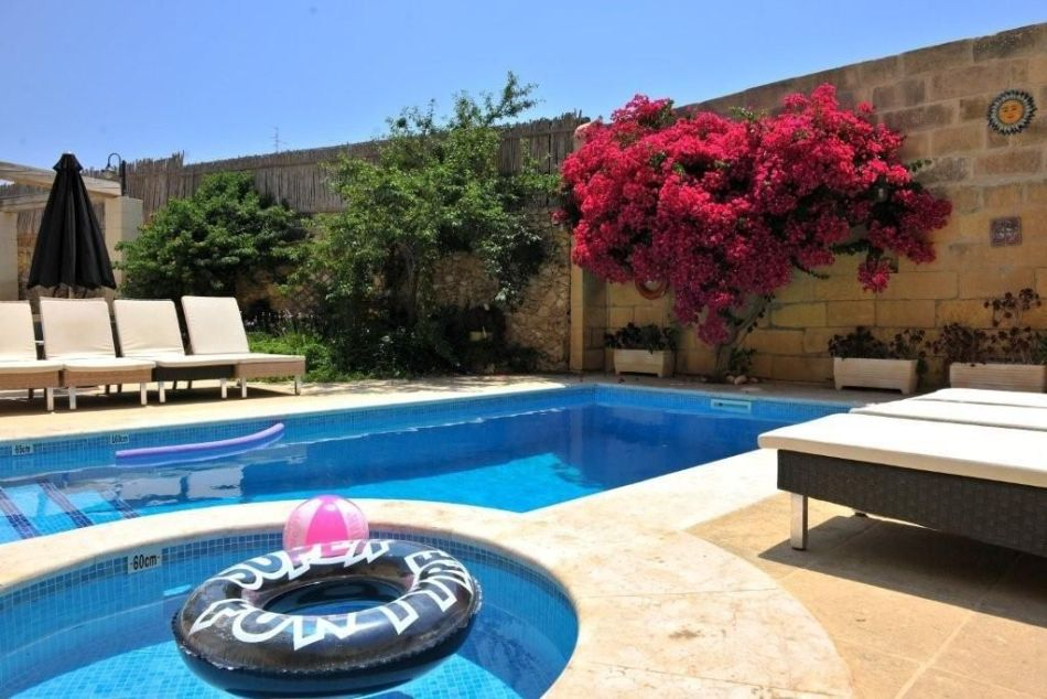 //www.andersreizen.be/eBusinessFiles/ImageFiles/fotos/MT5AAA/logies-Gozo-pool-babypool_export_w950.jpg