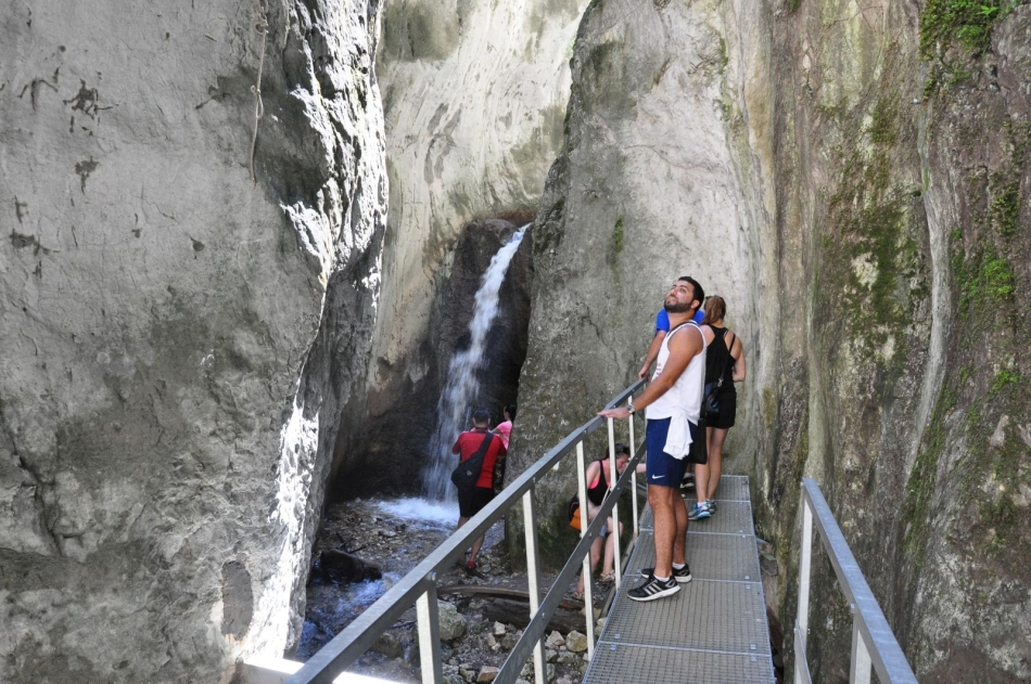 //www.andersreizen.be/eBusinessFiles/ImageFiles/fotos/RO5TSA/day-trip-to-the-epic-7-ladders-canyon-from-brasov111746_export.jpg