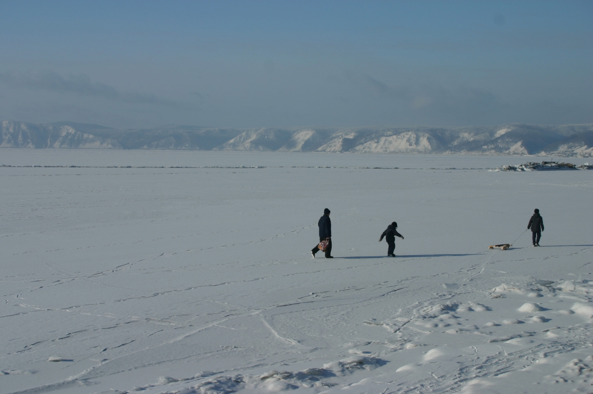 //www.andersreizen.be/eBusinessFiles/ImageFiles/fotos/RU1SBW/13-2006_01_21-Lake-Baikal-858_export.jpg